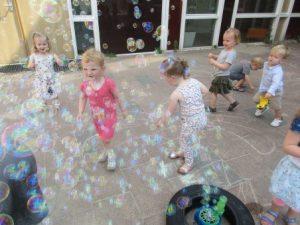 Bubbels blazen bij peuterspeelzaal in Zandvoort